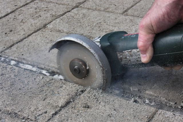 Slicing along the edge of a concrete joint without damaging the diamond cutters.